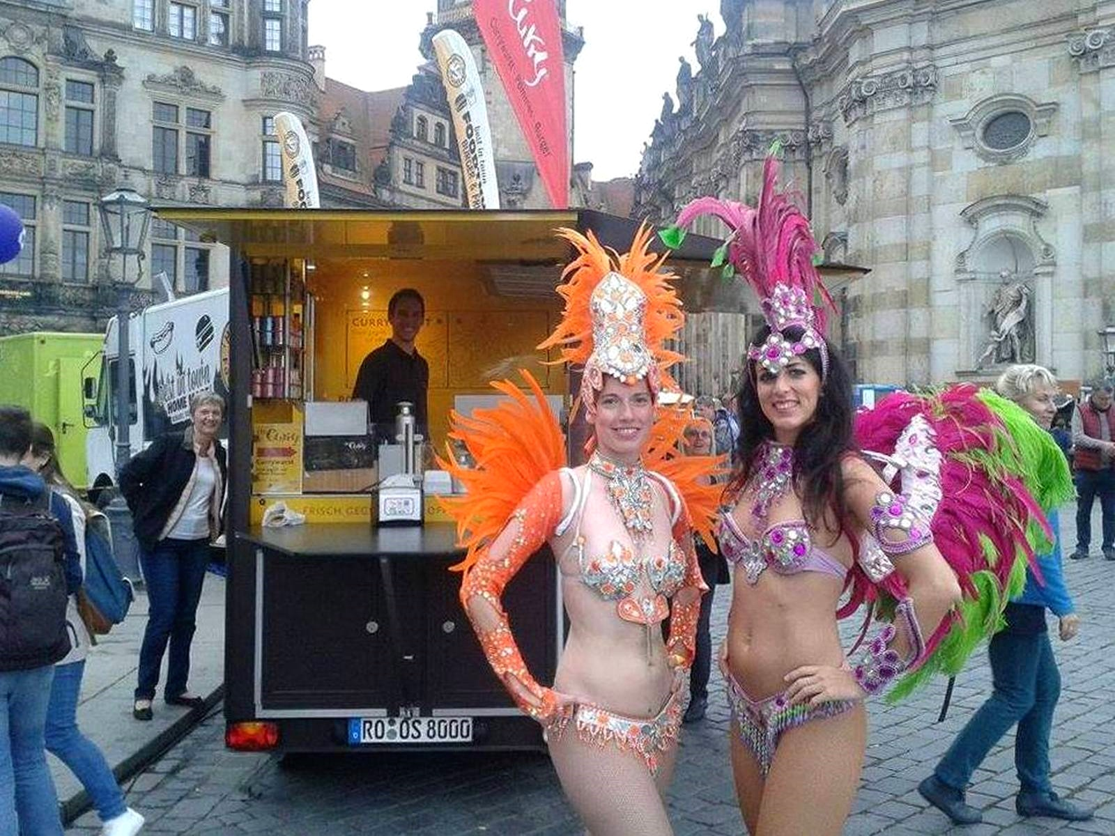 O's Curry immer da wo was los ist. Dresden Samba, Currywurst und gute Laune. Burger Yum Yummy Foodie